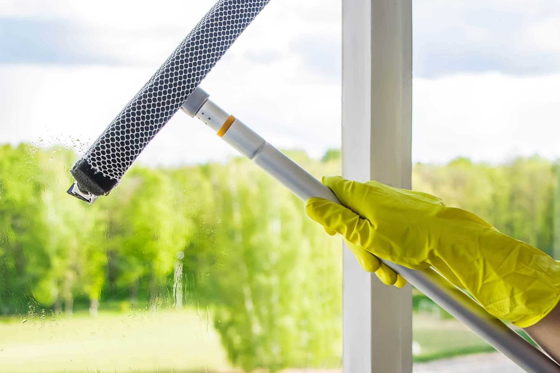 Ablaktisztítás lehúzóval